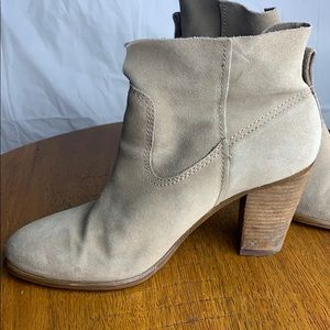 Vince Camuto Feina Stacked heel relaxed bootie